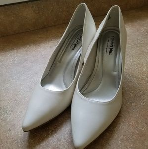 Women's White Janine Pointy Toe Pump